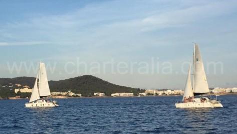 Dos catamaranes navegando a vela en San Antonio Ibiza