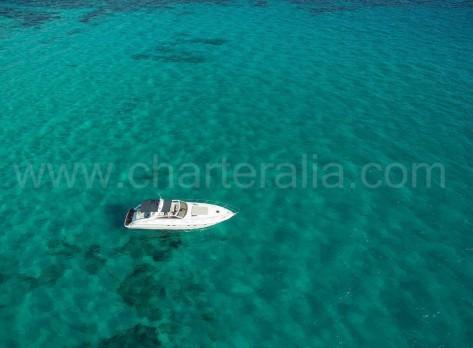 Foto area de la Princess V55 de alquiler de barcos en Ibiza Charteralia
