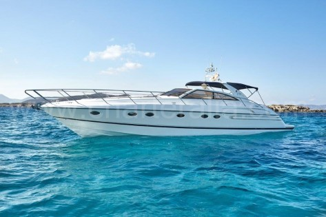 Motora Princess V55 para charter en Ibiza