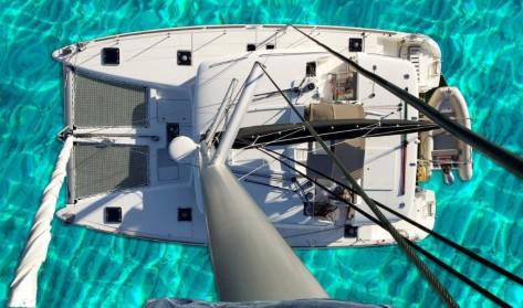 catamaran Lagoon 450 para arrendar en Ibiza visto desde el aire