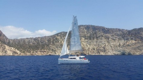 catamaran para arrendar navegando a vela en Ibiza y Formentera