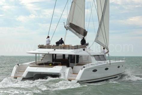 Alquiler de barcos en Ibiza Victoria 67 catamaran