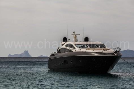 Alquiler de yates en Ibiza Sunseeker Predator 82