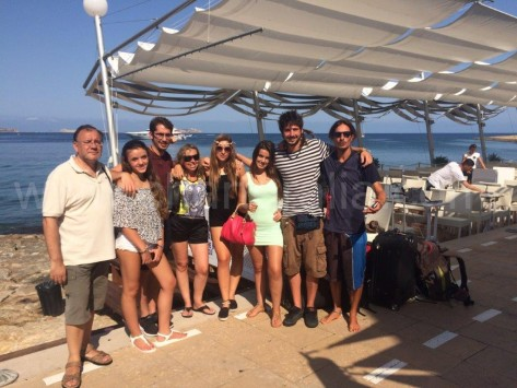 Cafe del Mar con Fede Patrón de Charteralia de alquiler de barcos en Ibiza