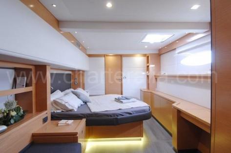 Camarote doble alquiler catamaran lujo Victoria 67