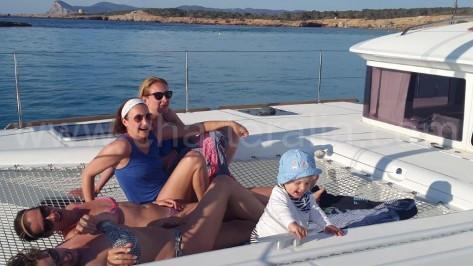 Excursion en barco para familias en Ibiza barcos de alquiler charteralia