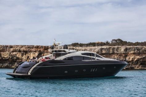 Motora de lujo 82 pies Sunseeker para charter en Ibiza