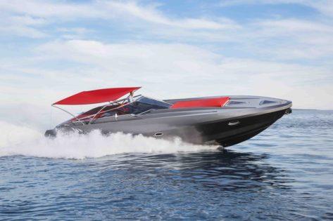 Yate Stealth 50 navegando a toda potencia