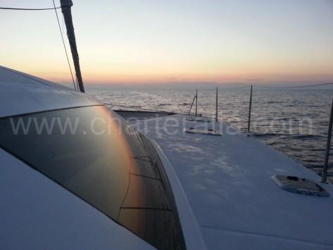 Cubierta exterior Cat 52 yates de vela de alquiler en Ibiza y Formentera