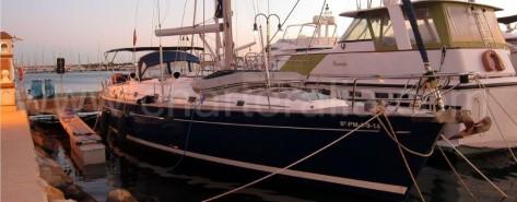 banda de estribor del velero Beneteau 50 de Ibiza