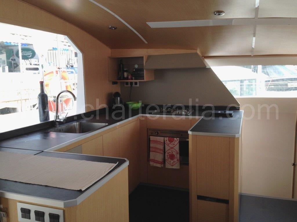 Cat 52 charter catamaran ibiza alquiler barcos ibiza for Cocinas para barcos