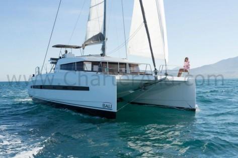 Bali 43 yate con patron para charter semanal