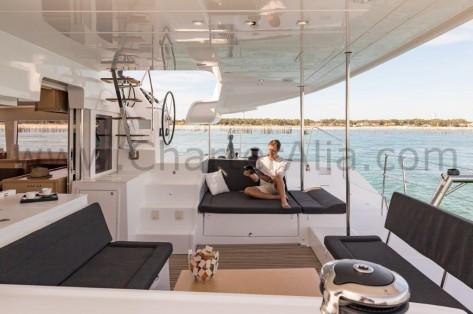 Grande banera a bordo Lagoon SporTop 450 barco para excursiones en Ibiza