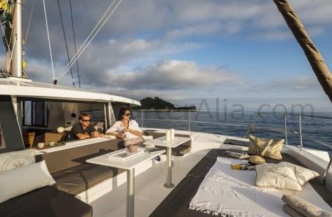 Ventana grande del Bali 43 alquiler de barco en Ibiza