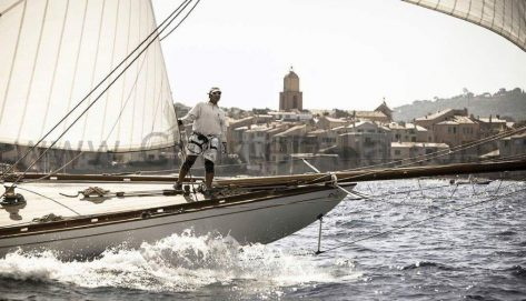 Capitan Mario navegando el mar catamaran para charter en Islas Pitiusas