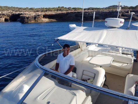 Alquilar un barco de motor con patron en Ibiza