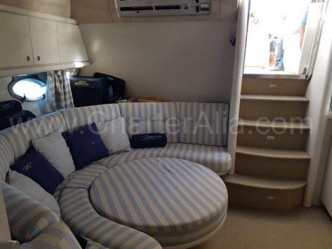 Alquiler de yates en Ibiza Sunseeker interior zona salon