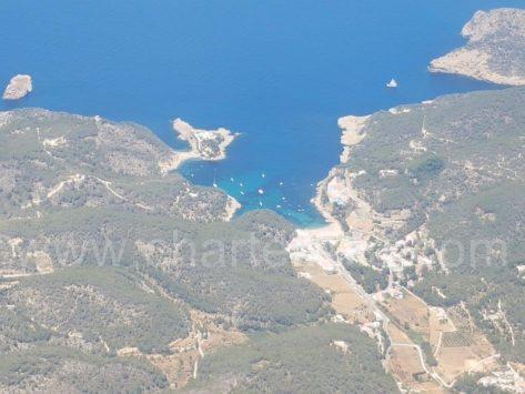 Vistas del Drone de la playa de Cala Salada en Ibiza