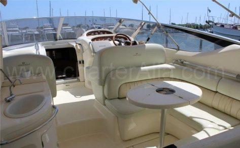 Asientos en popa de Endurance Cranchi 39 barco de motor en alquiler en Ibiza
