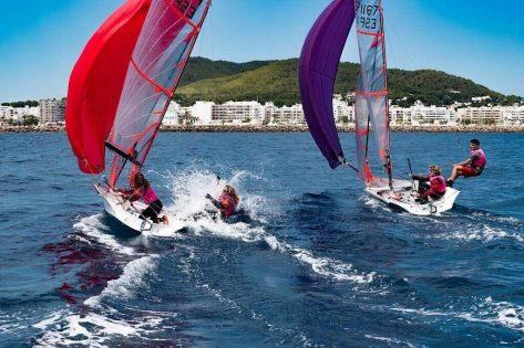 Aprendiendo a navegar en el Club Naútico de Santa Eulalia