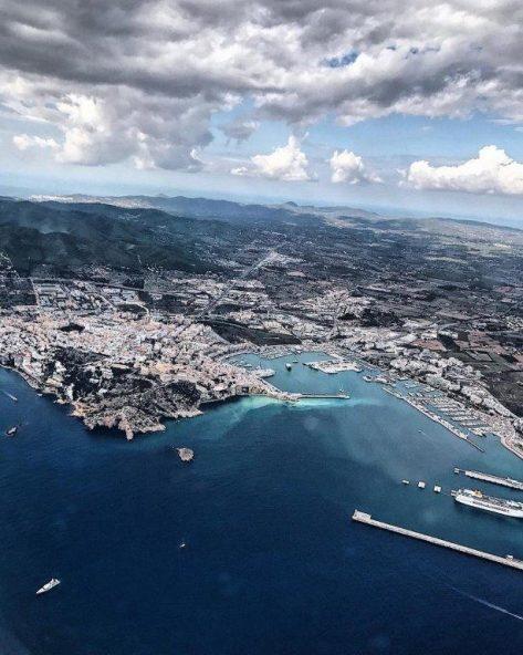 Vista aerea de los puertos de Ibiza