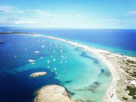 Barcos de alquiler en la mejor playa del mundo