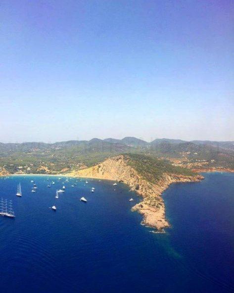 Cala Jondal en Ibiza desde el aire