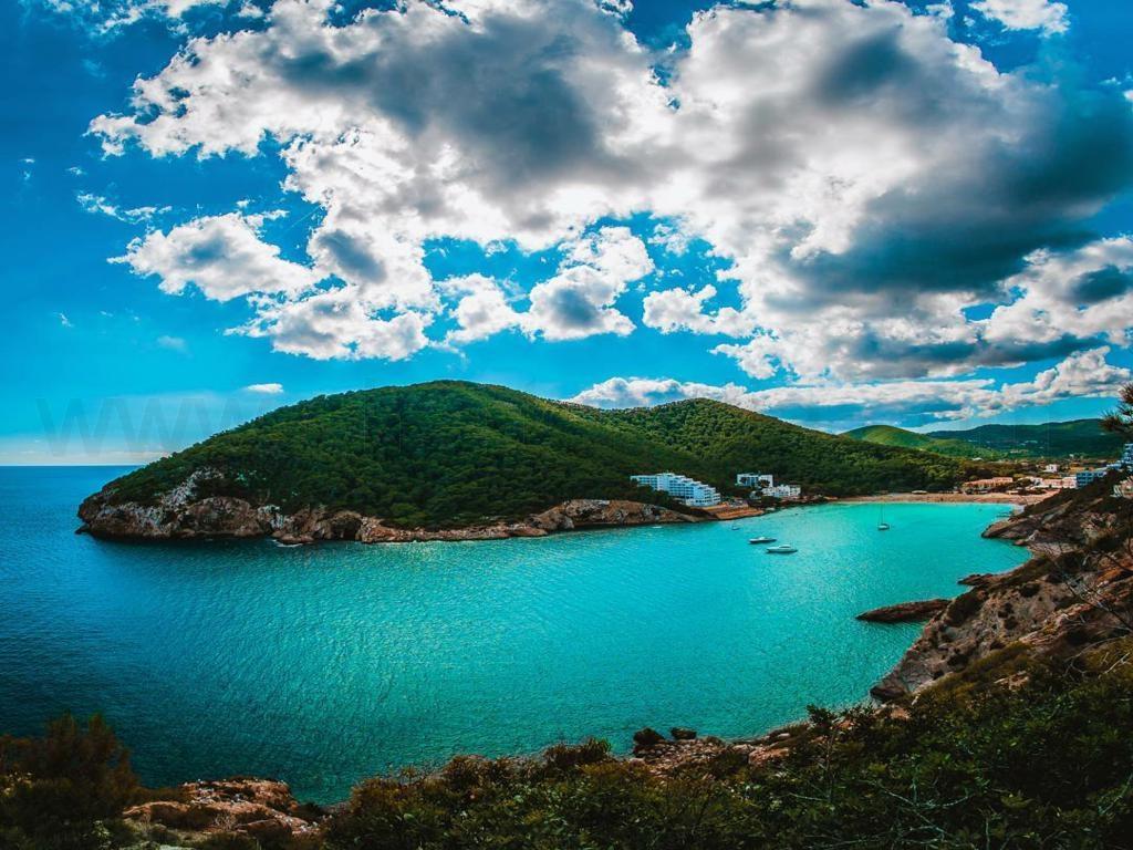Bocana Cala Llonga Ibiza