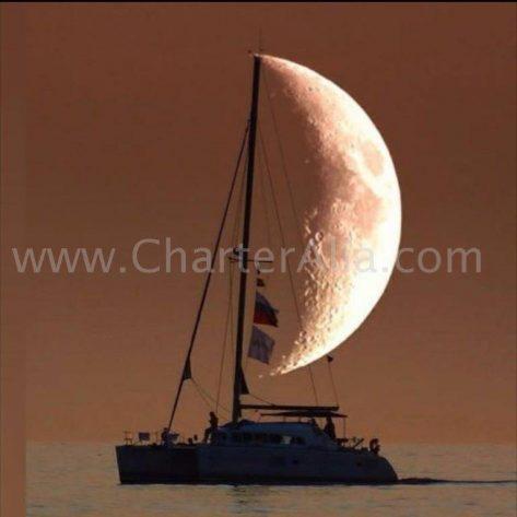 Navegación nocturna en catamarán en Ibiza