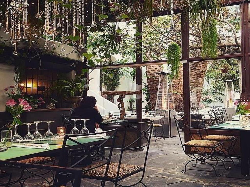Restaurantes en ibiza ciudad charteralia alquiler barcos for Ciudad jardin ibiza