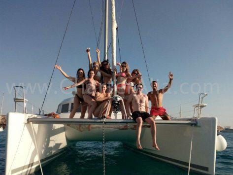 La estabilidad del catamaran Lagoon 380 garantiza un día de diversión inolvidable