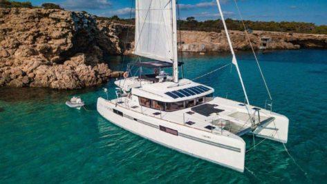 Alquila un catamaran en Ibiza Lagoon 52