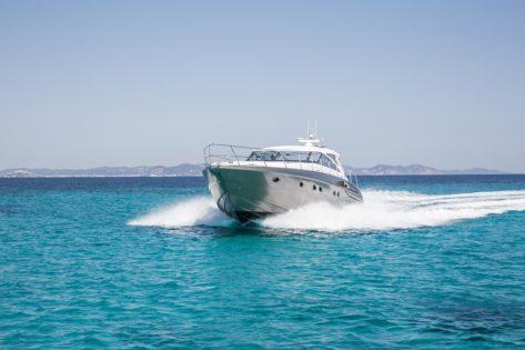 Increible yate de lujo Princess V58 navegando en Ibiza