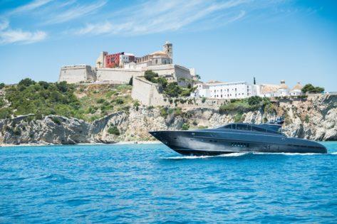 Yate Leopard 90 en Ibiza Dalt Vila